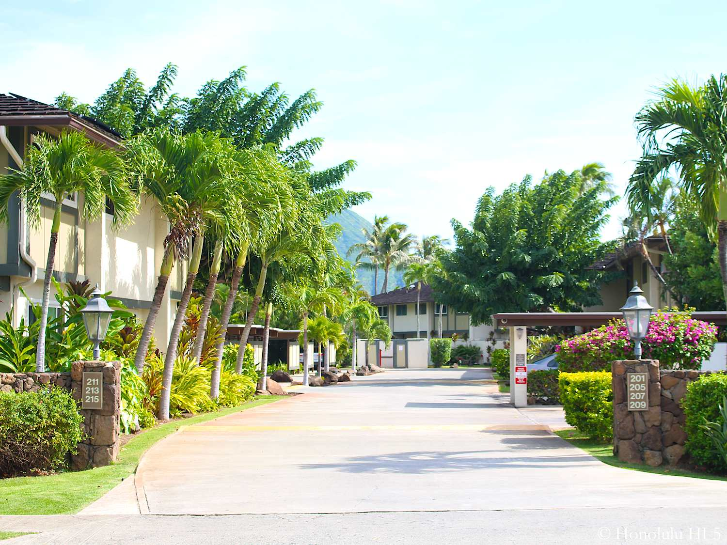 Gateway Peninsula Hawaii Kai Entrance and Townhomes on Both Sides