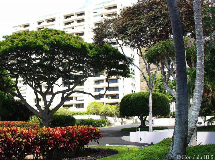 Naniwa Gardens Hawaii Kai Condo and Its Beautiful Grounds