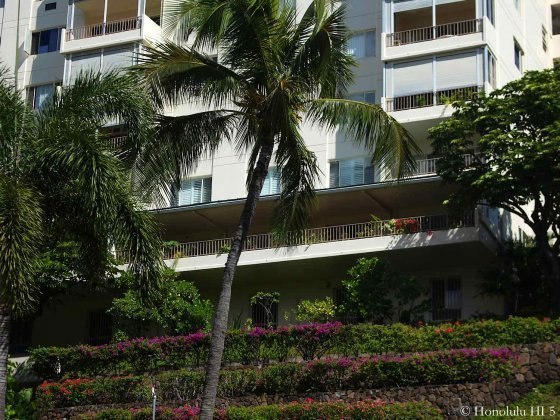 1001 Wilder in Honolulu with Beautiful Lush Green Grounds in Front