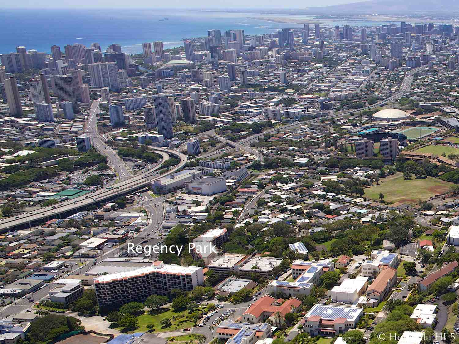Regency Park Condo in Honolulu with Waikiki and Ocean in Distance
