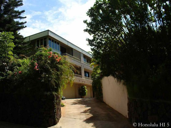 Queens Court at Kapiolani in Diamond Head