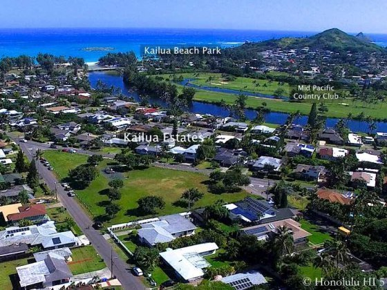Kailua Estates Homes with Kailua Beach Park and Golf Course Nearby - Aerial Photo