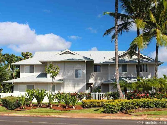 White Townhouse in Waikele