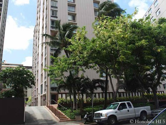 Palms Inc Waikiki Entrance From Street