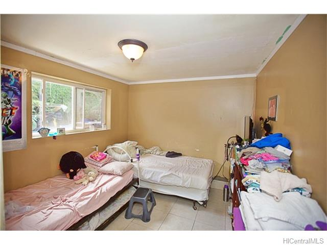 1586 Pahulu Street (Kalihi/Liliha) 201623187 photo 9