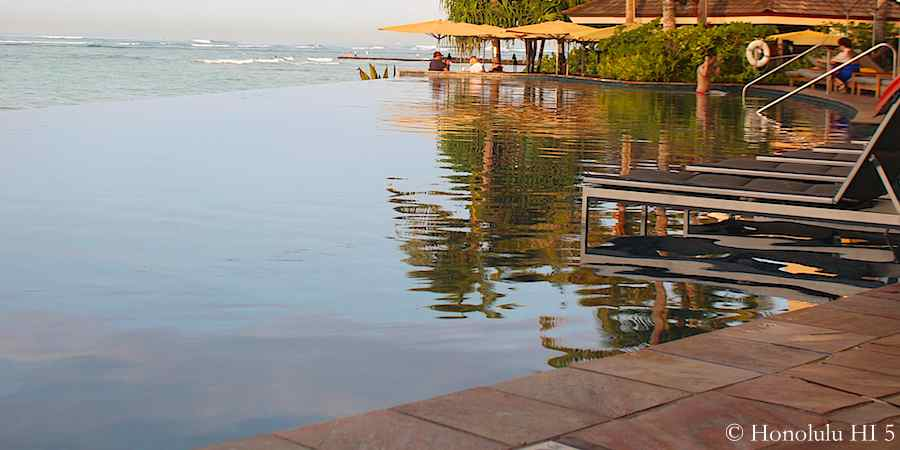 7.34am: Sheraton Waikiki's infinity pool