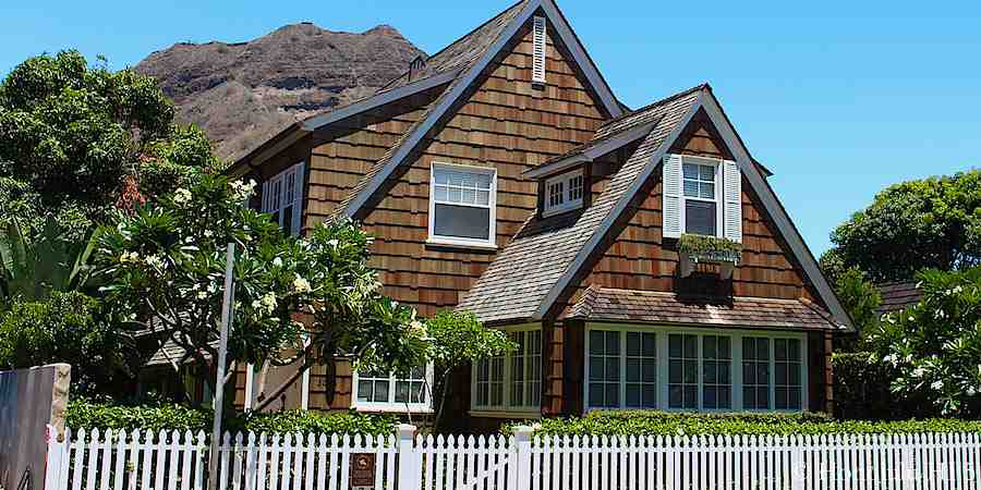 Charming historical home in Diamond Head.