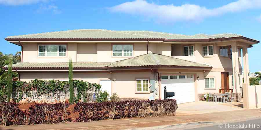 Unusual Large House in Kapahulu