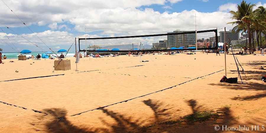 beach-volley-court-on-queens-beach-waikiki