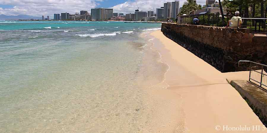 beginning-of-queens-beach-waikiki