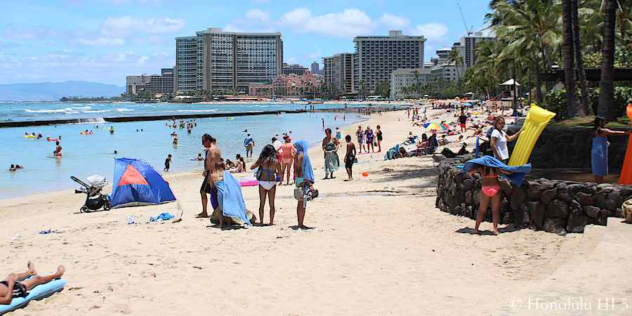 kuhio-beach-waikiki-lots-of-people