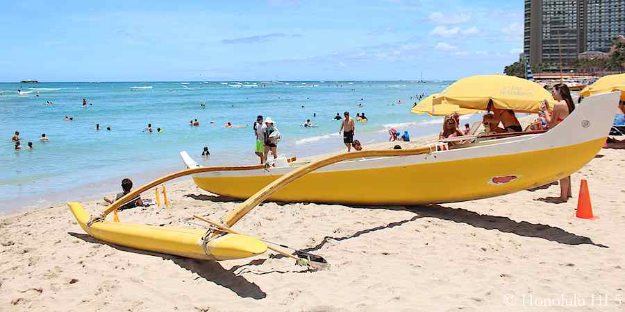 outrigger-canoe-on-waikiki-beach
