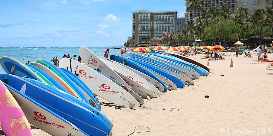 stack-of-surfboards-on-waikiki-beach