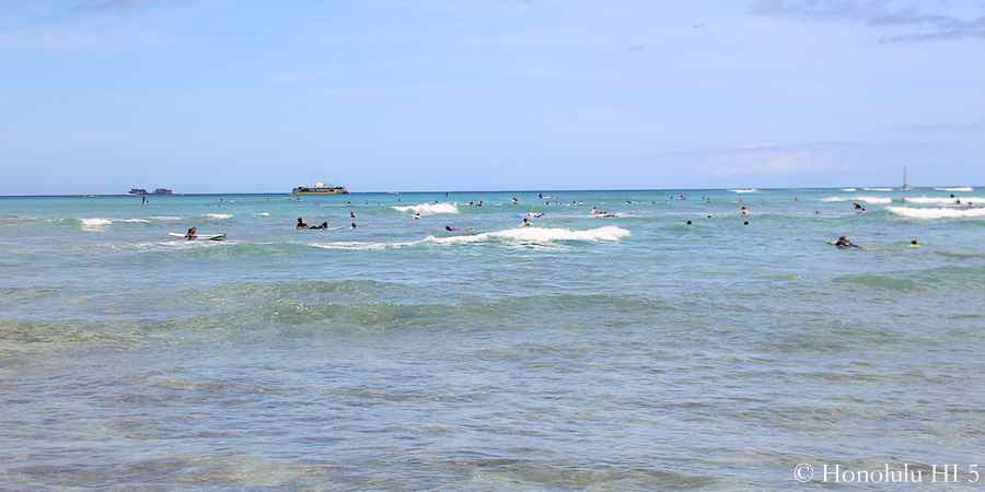 water-sport-in-front-of-waikiki-beach