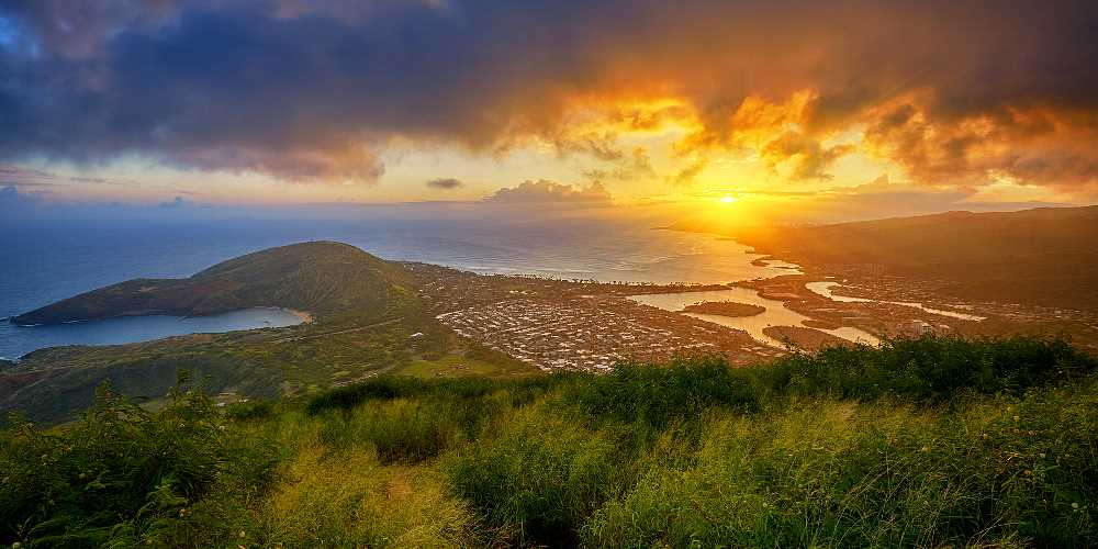Stunning Ocean and Sunset Views Seen From Koko Crater in Hawaii Kai