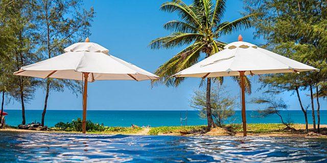 Hawaiian oceanfront dream home