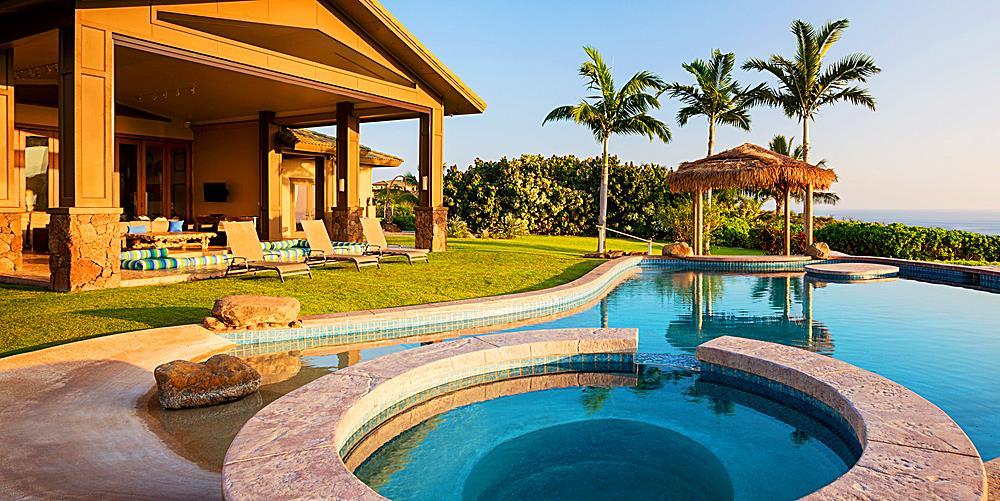 Luxury Hawaii Home - Pool and Patio