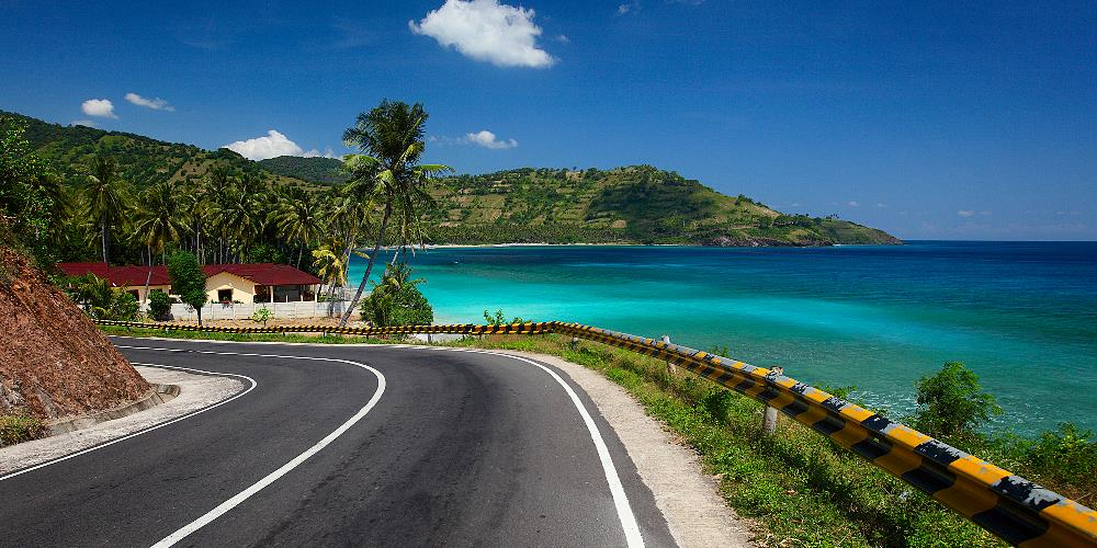 Oceanfront Street in Hawaii