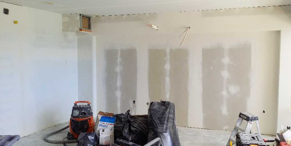Week 6 - accent wall mudding and new AC soffit