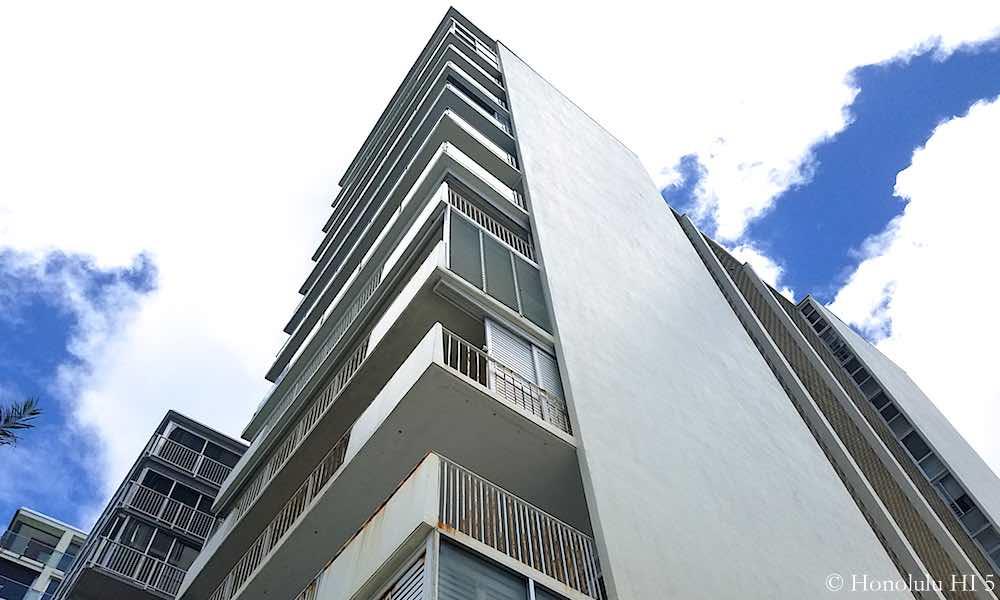 3019 Kalakaua Balconies