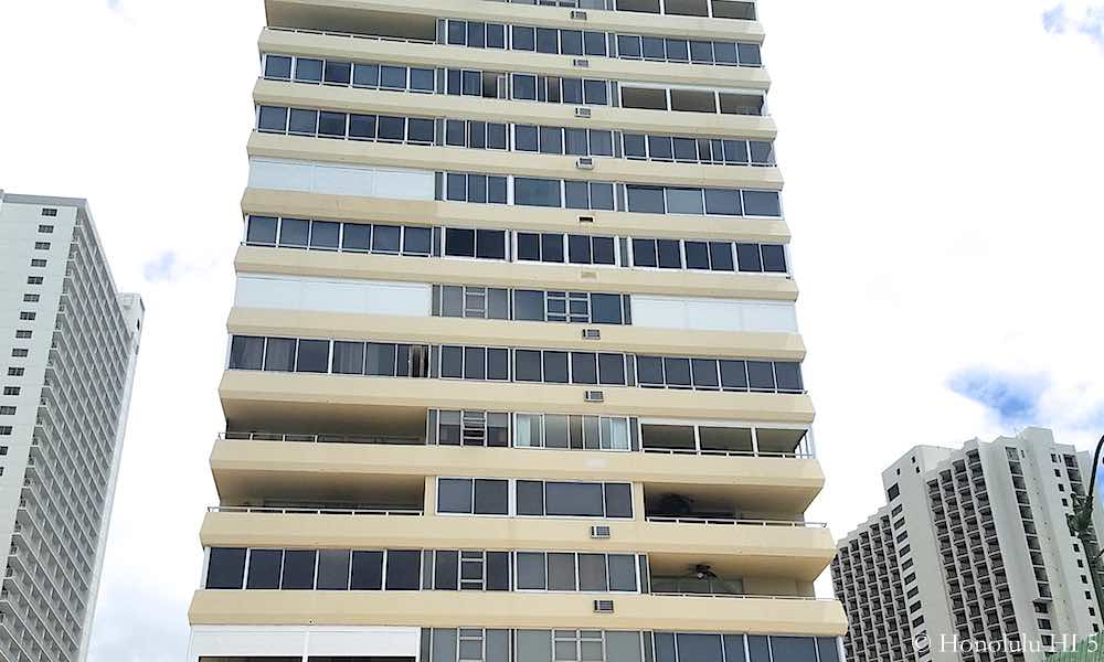 Foster Tower Waikiki - Zoom In To See Balconies