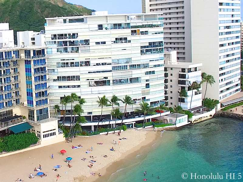 Sans Souci Condo in Diamond Head - Beachfront