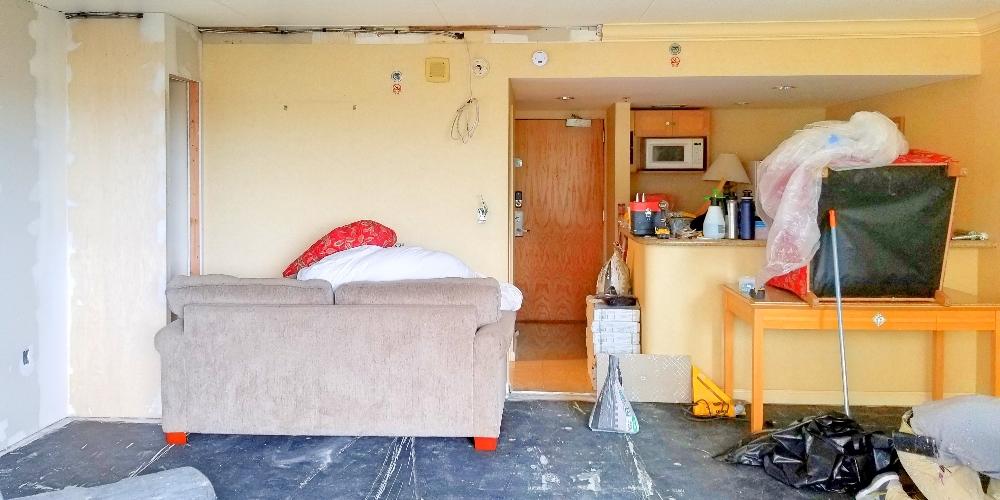 Ilikai 327 Livingroom w Latecrete