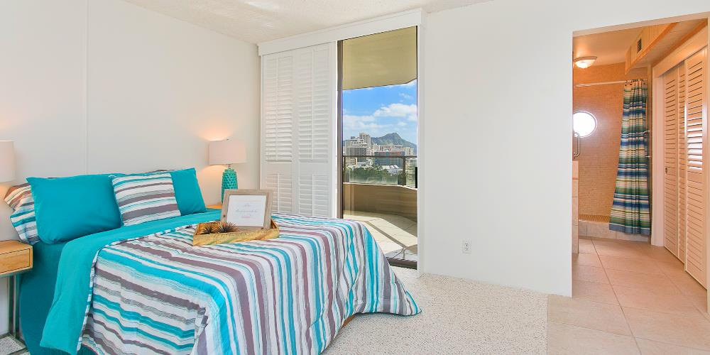 Master bedroom with lanai