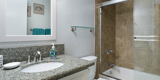 Kuilima Estates Unit 102 - Guest Bathroom